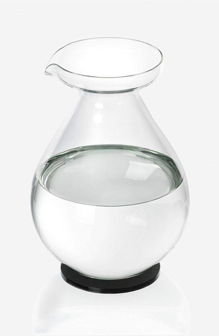 Drop jug on lid/coaster by Sebastian Bergne  #SebastianBergne #Drop #glass #water