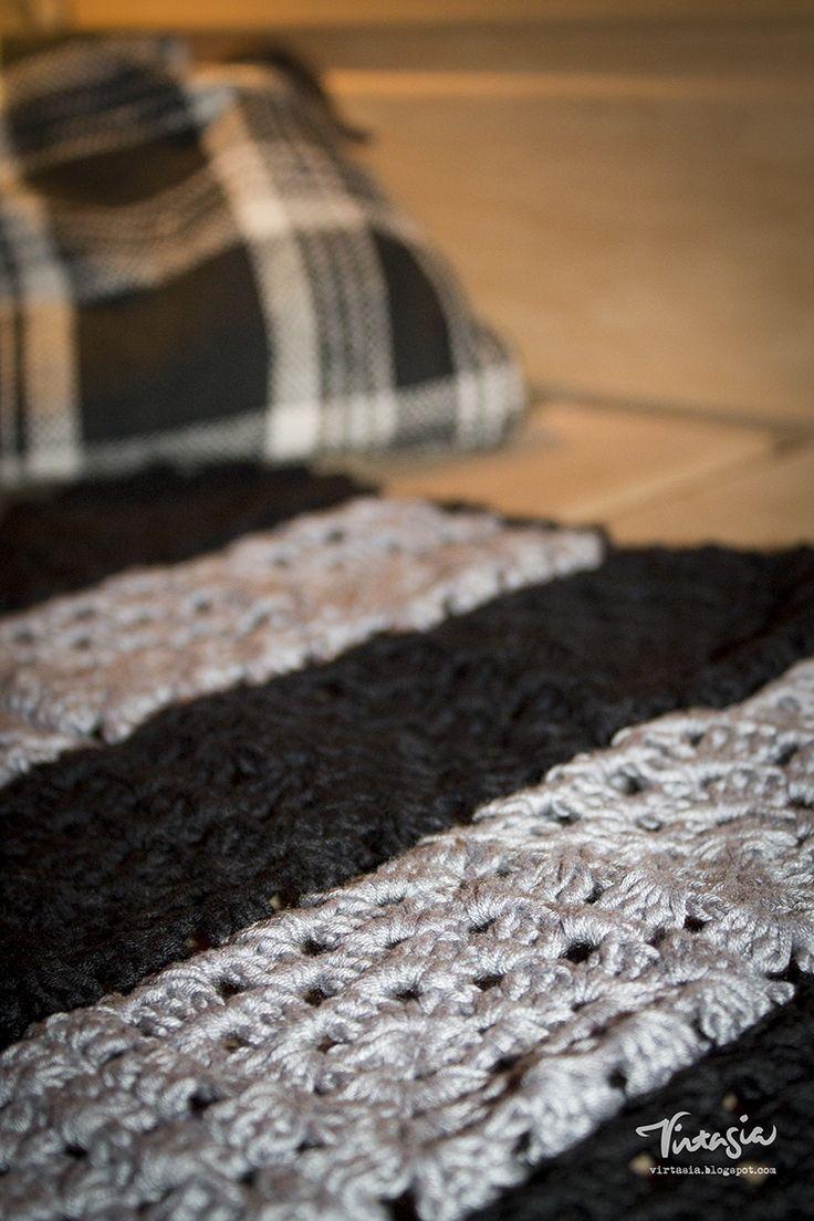 D I Y Virkattu laudeliina. Crochet linen in the sauna. #virkkaus  #laudeliina #isoäidinneliö #crochet #linen #sauna #virtasia http://virtasia.blogspot.fi/2015/06/virkattu-laudeliina.html