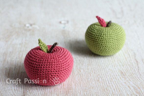 DIY: crochet apple ✿⊱╮Teresa Restegui http://www.pinterest.com/teretegui/✿⊱╮