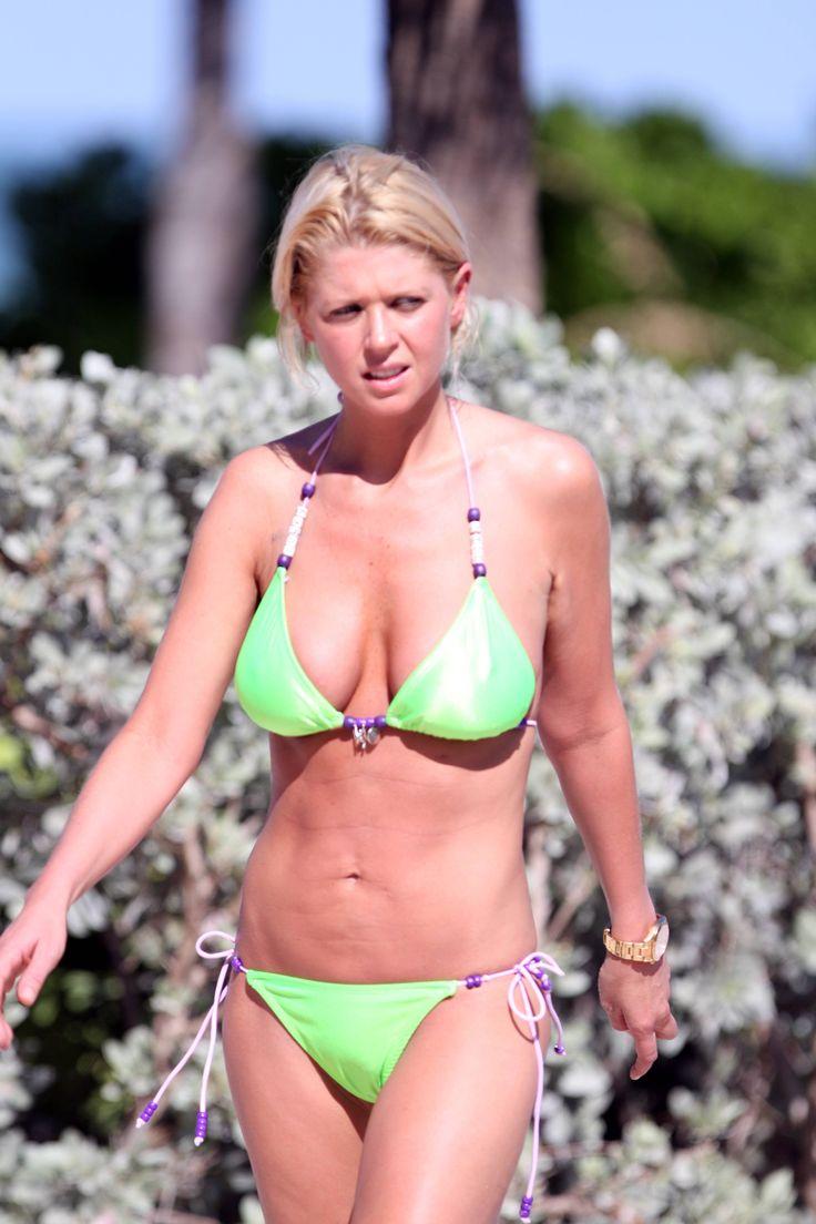 aAfkjfp01fo1i-30996/loc742/76934_Celebutopia-Tara_Reid_with_green_bikini_on_the_beach_in_Miami-31_122_742lo.jpg