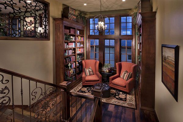 If I can't have an entire room for a library, I could definitely settle for something like this.