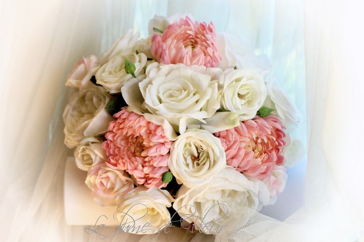Terri-Anne's bouquet  White - English garden roses, Maya David Austin style roses, fully opened garden roses, Ice Pink roses, pink chrissies.