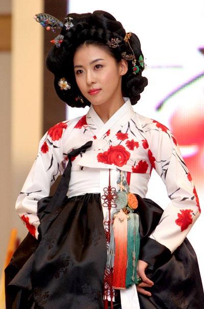 한복 Hanbok : Korean traditional clothes[dress] #hanbok #HaJiWon