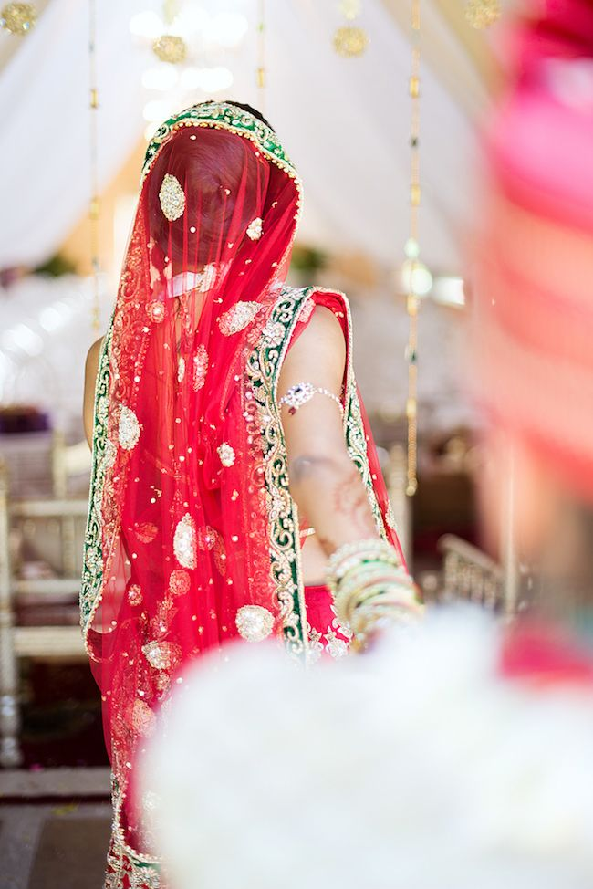Dazzling Hindu Wedding Ceremony In Emerald Red
