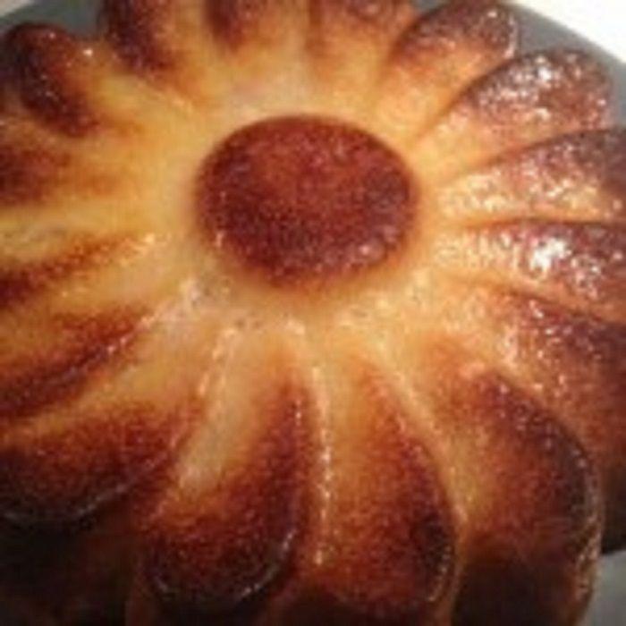 Gâteau fondant pommes bananes léger, la pomme est riche en fibre, peu calorique et elle a un effet coupe faim. Voici une recette légère et super bonne !
