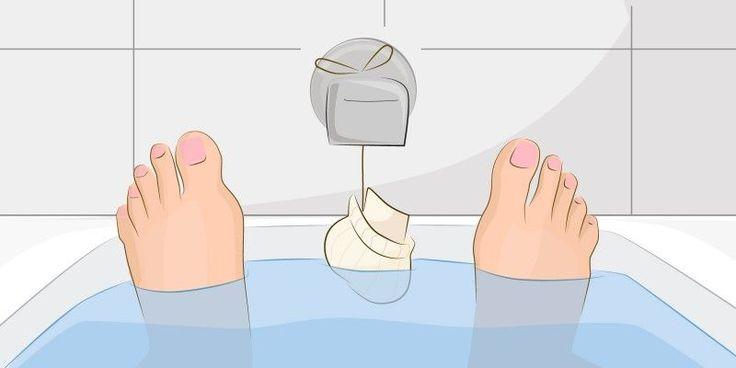 Fülle dir Haferflocken in eine Socke und geh damit baden. Was sich komisch anhört, ist ein hervorragendes Mittel, um Ekzeme loszuwerden!