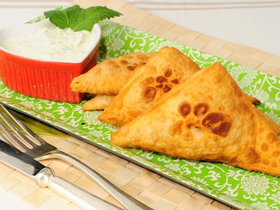 Receta de Samosas de verduras con salsa de yogur y curry http://www.canalcocina.es/receta/samosas-de-verduras-con-salsa-de-yogur-y-curry: Yogurt, Vegetable, Vegetables, Savory Recipes, Con Salsa, Sauce, With The