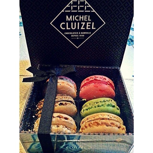 """Macaroons>>>  #foodporn #macaroons #colors #fancy #instayum #paris #michelcluizel #fabfoodfiesta #paris #familyvaca #tasty #love Michel Cluizel """