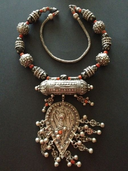 Silver, red and black coral Yemeni necklace