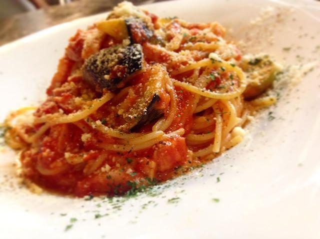 . . . lunch start ☀️ . . today's pasta  ナスとベーコンのトマトパスタ . today's plate チキンフリット . ローストビーフ丼、牛スジカレーもご用意しております!! . . . 久々に天気で気持ちの良い日曜日ですね☺️ こんな日は友達、恋人とステキなランチをしたくなりますね✨ . 3連休! 残すは2日! まだまだ空席ありますよ☝️ 皆様のご来店心よりお待ちしております💁💭💭 . . . . #thenewordertable #ニューオーダーテーブル #F #エフ #shibuya #渋谷 #駅近 #渋谷カフェ #渋谷ランチ #like4like #lunch #cafe #coffee #カフェ #ランチ #チーズ #l4l #チーズフォンデュ #いいね返し #食べ放題 #バースデー #おしゃれ #チーズフォンデュ食べ放題 #肉 #女子会 #ママ会 #道玄坂 #instafood #instadaily