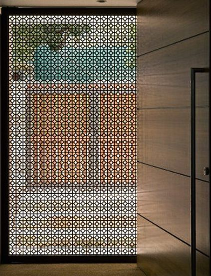 Another geometrical screen (as a sliding door) …