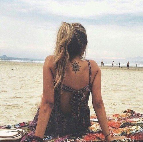 Wie die Sonne zu genießen, ohne Ihre Tätowierungen zu schädigen? - http://tattoosideen.com/2016/07/01/wie-die-sonne-zu-geniesen-ohne-ihre-tatowierungen-zu-schadigen/