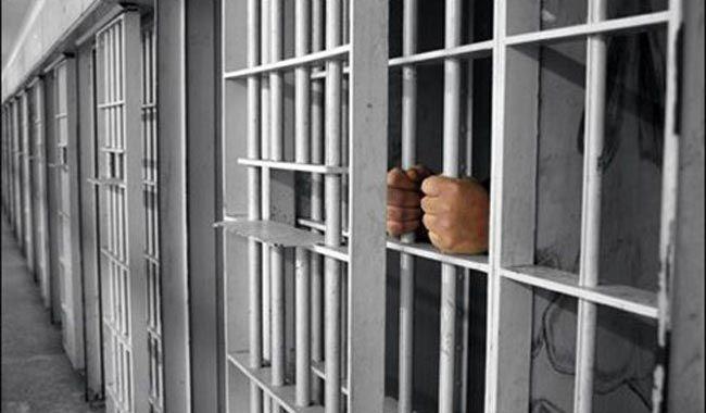 """Είσαι Φυλακισμένος Ή Σκλάβος?  Και οι δυο ζούνε στη φυλακή αλλά ο πρώτος ψάχνει μονίμως να διαφύγει ενώ ο δεύτερος υπηρετεί πιστά τους """"αφέντες"""" του και δε θέλει να τους δυσαρεστεί.  Σχέδιο απόδρασης: http://antkara.smartidea.gr"""