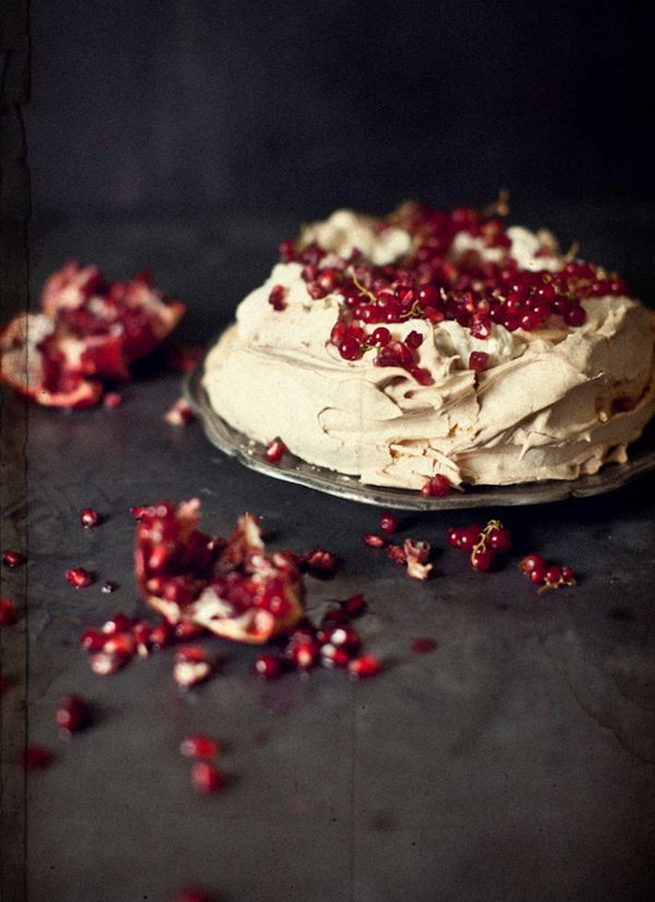 pavlova with currants and pomegranate seeds