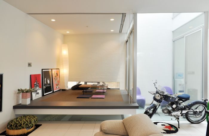 スタイリッシュな空間ともなじむ和室。