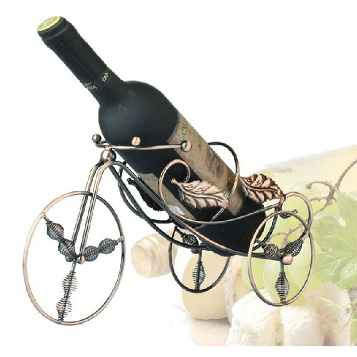 Goedkope Midden leeftijd euro ontwerp wijnfles houder driewieler wijn houder gouden/brons art iron craft flessen rek bar/home decor, koop Kwaliteit wijn rekken rechtstreeks van Leveranciers van China:  Beschrijvingen:& bull; speciaal ontworpen voor thuis keuken bar.& bull; ziet er geweldig uit zitten in elke keuke