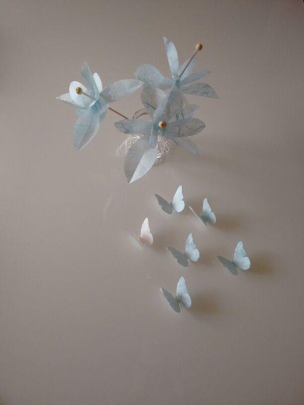 Fiori e farfalle di carta di riso per decorare la tavola di primavera