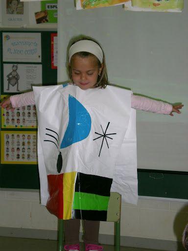 Disfressa quadre de Miró con bolsa de basura blanca y unos recortes de MIRÓ http://www.multipapel.com/producto-bolsas-colores-para-disfraces-al-por-mayor.htm