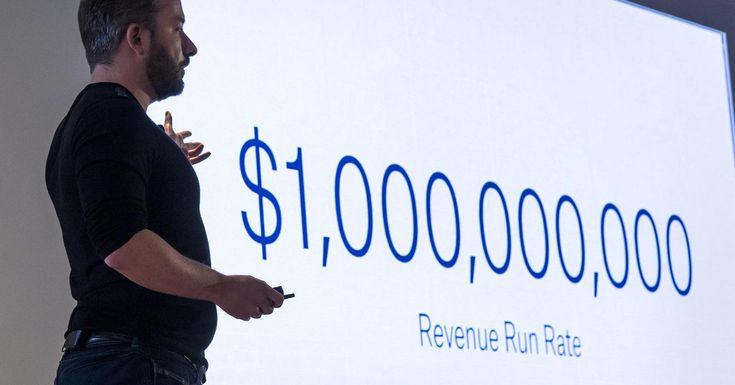 Cloud storage company Dropbox filed to raise $500 million in a public offering on Friday.