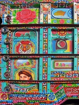 more details of the decorated India bus.