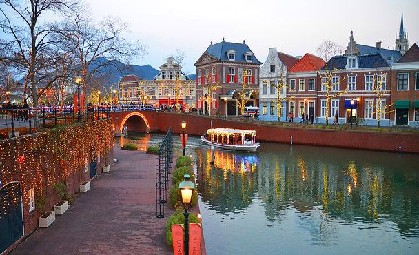 Huis Ten Bosch Sasebo Japan | Sasebo City, Nagasaki Pref. the theme park organized around the old ...