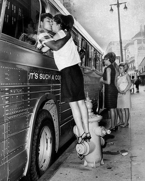Those were the daysThe Kisses, Goodby Kisses, Bus, Vintage Photos, Vintage Kisses, Pictures, Kisses Goodby, Goodbye Kisses, Photography