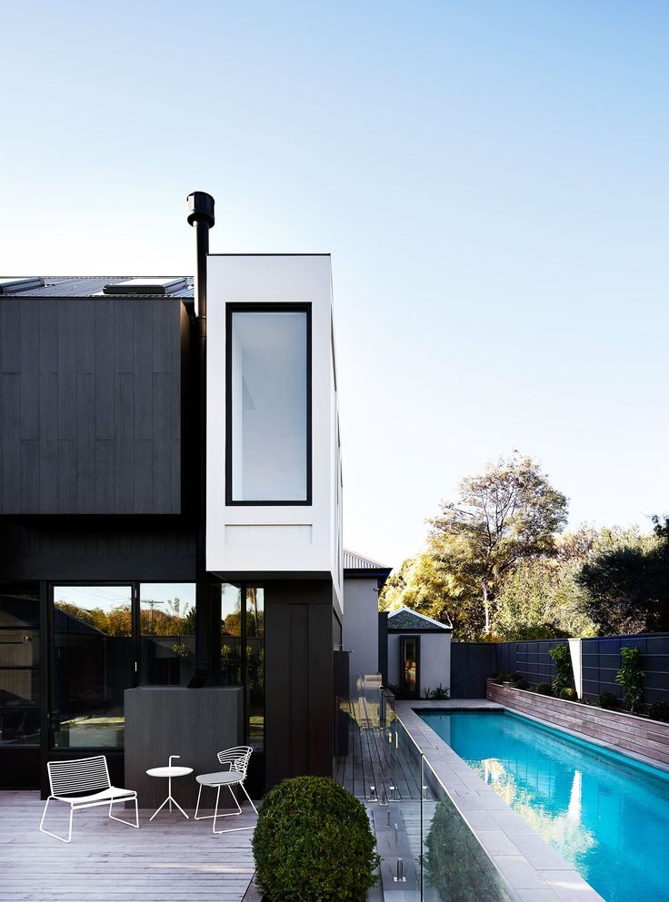 Pool from modern refurbishment and extension of an Edwardian house in Melbourne by Whiting Architects. Photography: Sharyn Cairns