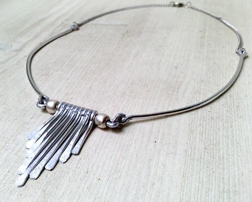Fringe - collana in alluminio martellato