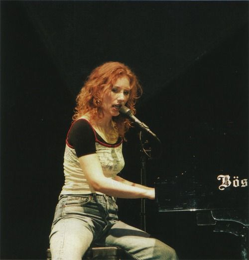 Tori Amos This Look Is The 90s Girl In Me I Ve