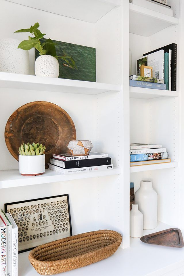 Quick and easy steps to achieve a perfectly stylized bookshelf.