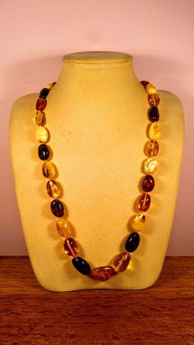 Echte Baltische Amber ketting 58 gram  Ketting is gemaakt van 100% natuurlijke Baltisch amber monolithische stenen.Gesp gemaakt van hars schroef vorm.______________________________________Voor zekerheid amber echte tests gedaan.Dit product in het zoutwater drijven en zinken in zoet water.Door het verhitten van spreads specifieke amber geur.UV-licht toont amber karakteristiek kleur.___________________________________________Levering met geregistreerde tracking-nummer Litouwen post.Europa 1-2…
