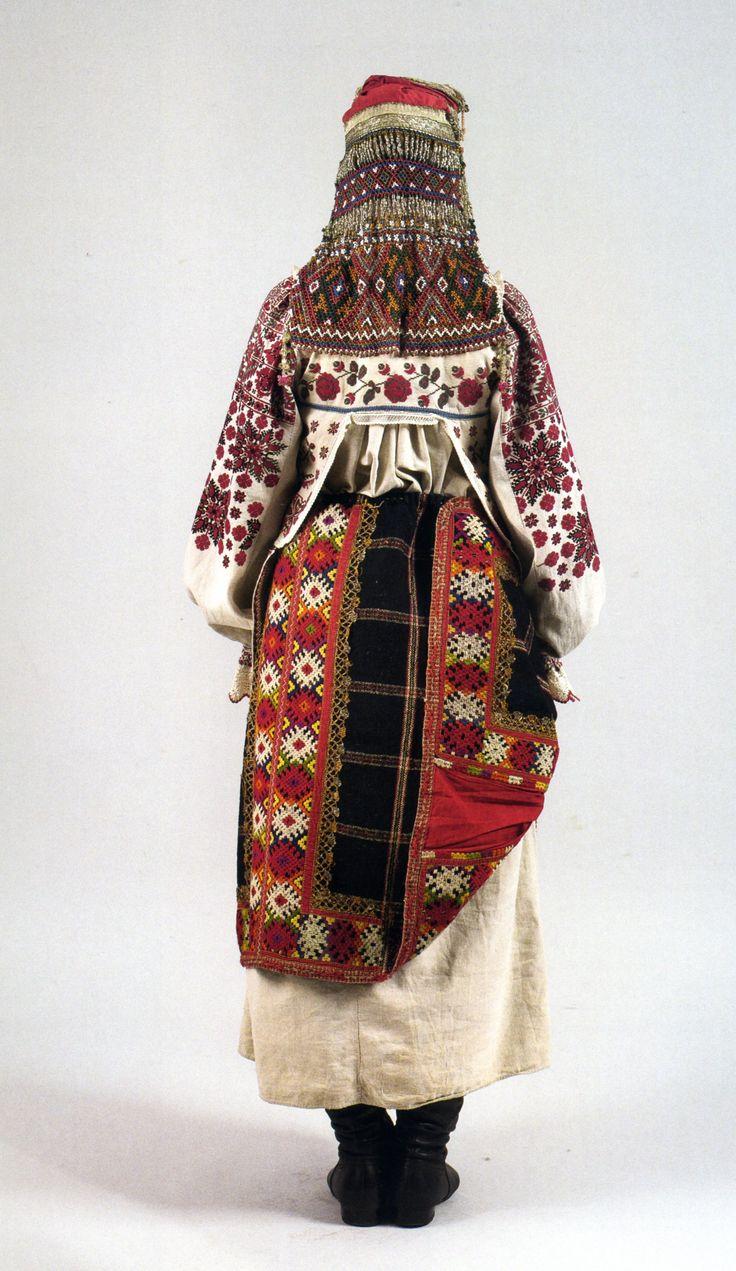 Праздничный костюм молодой женщины 1924г.Вид сзади.