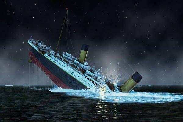 """Mensaje del Titanic.  - Un joven irlandés viajaba con su primo en el Titanic, iban con destino a Boston, así que cuando el barco comenzó a hundirse él logró escribir una nota y aventarla al océano, su mensaje fue encontrado un año después en una playa, decía lo siguiente: """"Del Titanic, adiós a todos. Burke de Glanmire, Cork"""""""