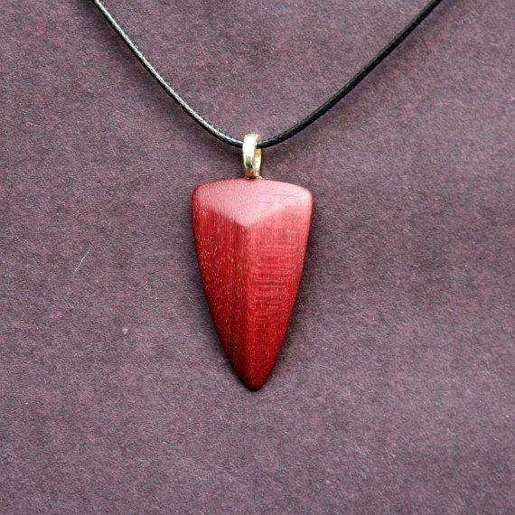 Handcarved corazón púrpura protector colgante por whittlersroost