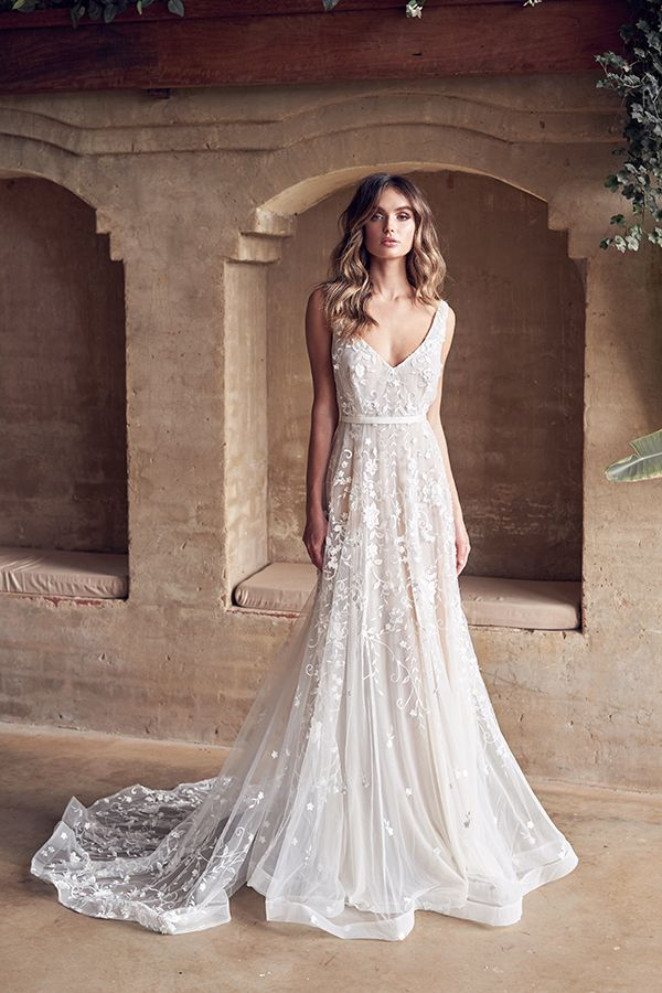 Dreamy wedding dresses for modern bohemian brides