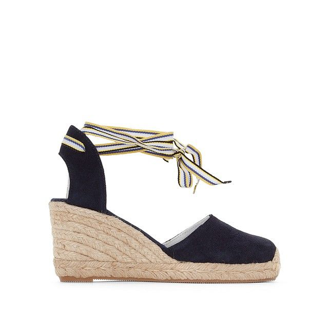 Uppers: leather         Lining: textile         Cushioning: textile Sole: other materials         Heel height: 7cm         Heel style: wedge         Toe: round         Fastening: tie fastening