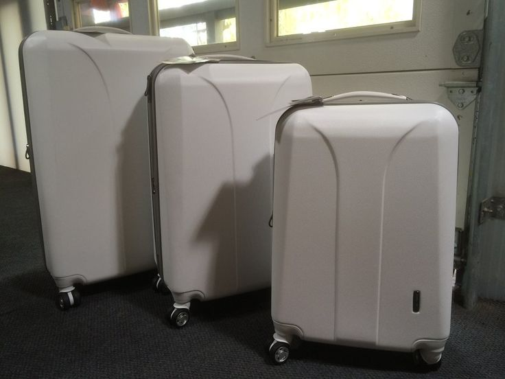 Samsonite JetLiteDLX Luggage So Pretty What Kinda Bozo Buys WHITE LUGGAGE Me Travel