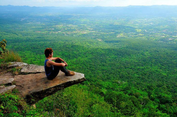 Fotografía y descripción de Warachai Krengwirat, vía art-profile.com Descripción: Parque Nacional Sai-Thong, provincia de Chaiyaphum, Tailandia. Para aquellos que no temen a las alturas, este sería un lugar fantástico para reflexionar y meditar o simplemente disfrutar de la belleza de nuestro planeta.