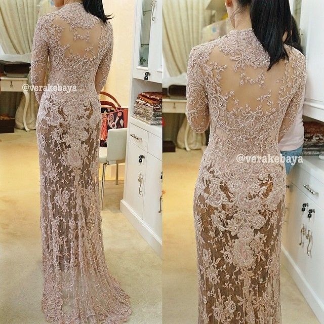 #weddingdress #weddinginspiration #kebaya #resepsi #pengantin #perkawinan #lace #beads #swarovskicrystals #backdetails #verakebaya ❤️❤️❤️