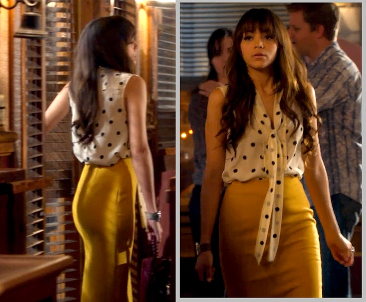 Revenge Ashley / Yellow pencil skirt with sleeveless white polka dot tie blouse / Season 1