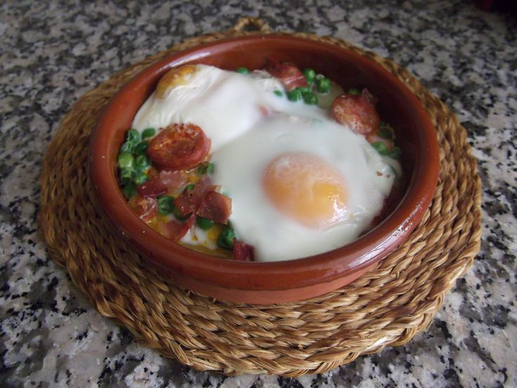 Hoy tenemos para comer...: Huevos al plato
