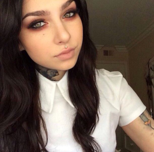 obsessed with the medusa piercing. want one so bad.