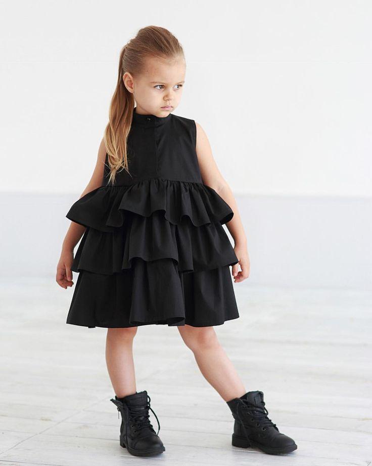 Платье с тройным воланом ,свободного кроя,с потайной застёжкой и стойкой ...Для маленьких характерных малышек ❤️ • Состав: 100% поплин (хлопок). • Размеры : 92,98,104,110,116,122,128. • Цена: 5000. • Цвет: чёрный , пыльный хаки. • Все вопросы и оформление заказа в W/A : +79126365902 (Надежда) или Direct (администратор Валентина). • Доставка по всему  #miko_D0033#miko_kids #conceptkidswear #forkids #clotheslikefeelings #❤️