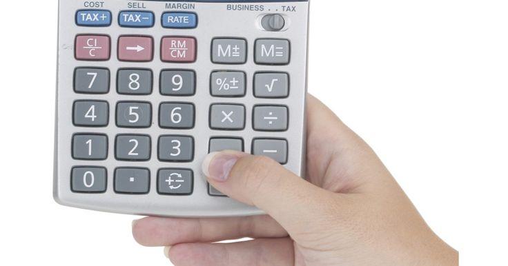 Cómo usar una calculadora. Cómo usar una calculadora. Usar una calculadora es una habilidad importante para los estudiantes. A medida que crezcan y progresen a través de su educación, aprenderán las habilidades avanzadas de las matemáticas que casi con toda seguridad les obligará a utilizar una calculadora. Unos pasos rápidos pueden ayudar a cualquier persona a utilizar el ...