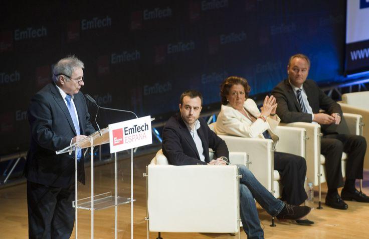 """Alfonso rus presentando el proyecto """"Sona Wifi"""" en el congreso de tecnologías emergentes MIT EmTech España"""