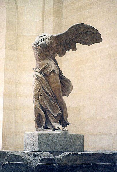 La Victoria alada de Samotracia, también conocida como Victoria de Samotracia y Niké de Samotracia, es una escultura en bulto redondo perteneciente a la escuela rodia del periodo helenístico. Se encuentra en el Museo del Louvre, París.