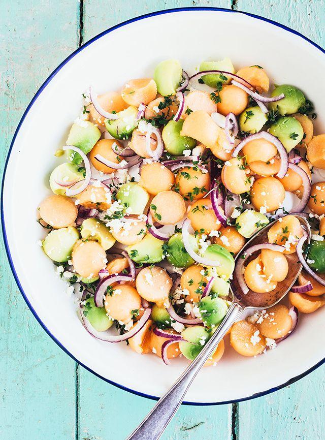 Salat med melon, feta, rødløg og avocado