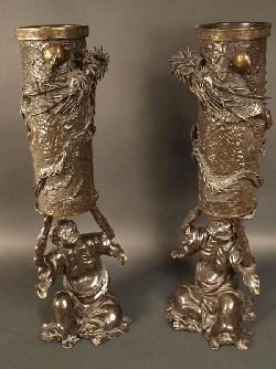 VENDU. Japon, paire de vase en bronze, époque Meiji, vers 1880 - 1900.