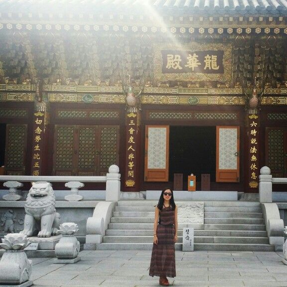 Era increíble la #belleza de este #templo  Dentro había un monumento de Buddha de oro #descubriendo #sitiosmagnificos #bukhasan #seúl #corea