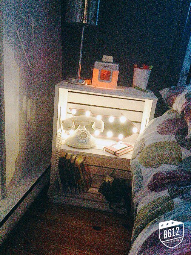 Caisses de bois~table de chevet...inspiration: @emmaverde